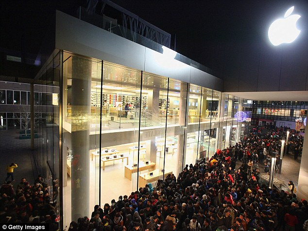 http://www.dailymail.co.uk/news/article-2086113/Apple-store-Beijing-pelted-eggs-iPhone-4S-launch-cancellation.html
